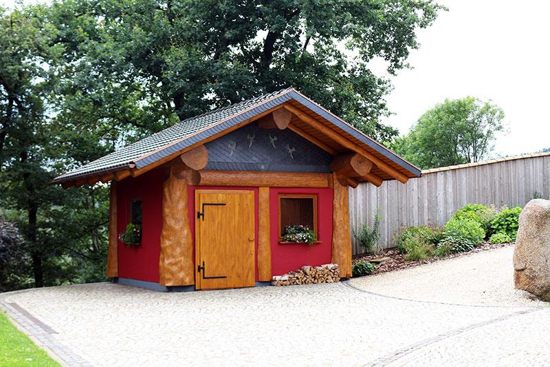 Naturstamm-Gartenhaus 3