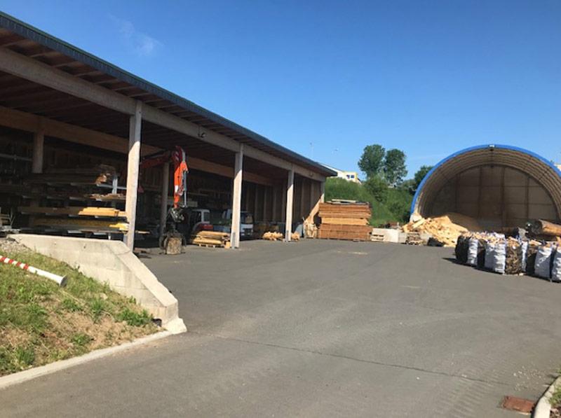 Lager- und Technikhalle der Firma Löffler-Naturstammhaus in Brotterode